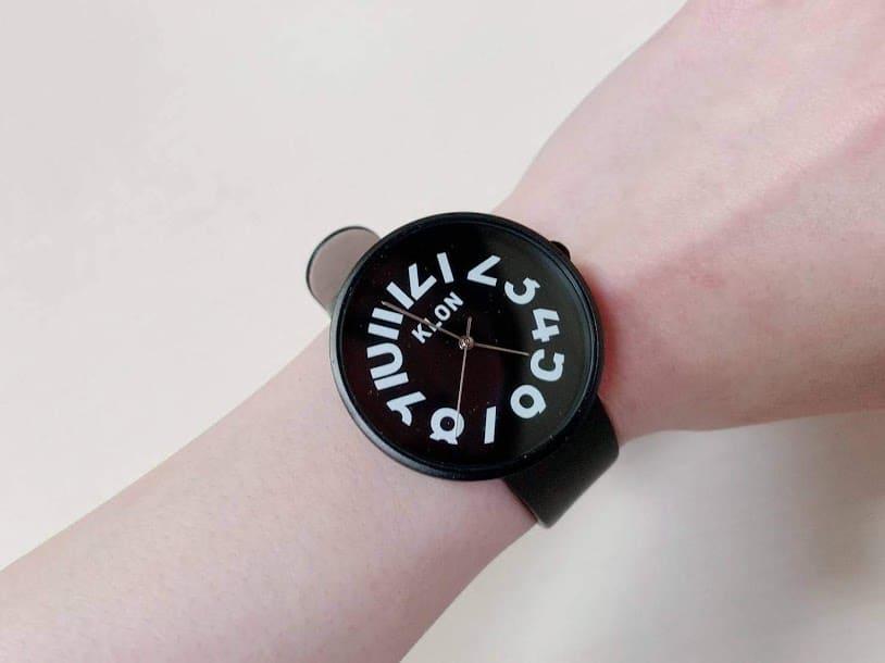 どんな服装にも合うKLONの腕時計